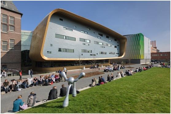 Budynki uczelni – tradycyjny i nowoczesny