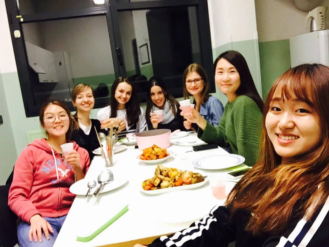 Koreańska kolacja źródło: zbiór własny autora