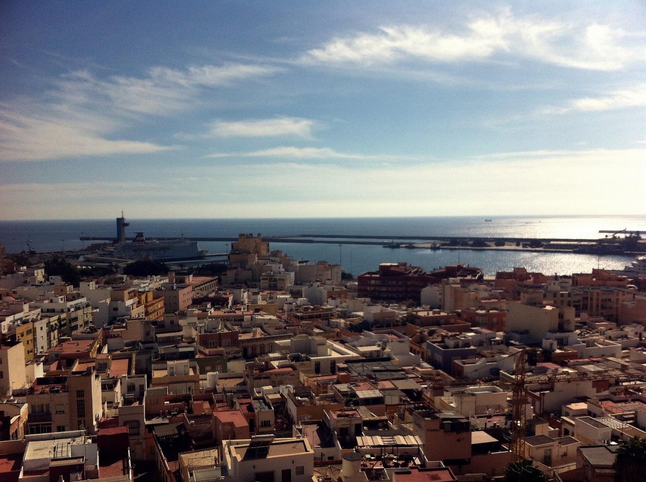 Widok z zamku Alcazaba na centrum Almerii i port, Źródło własne autora