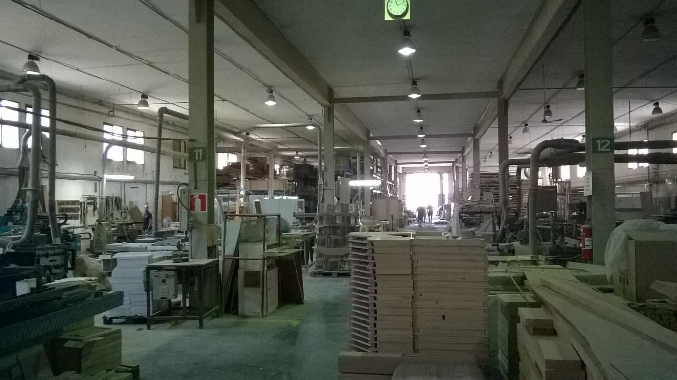 Główna hala produkcyjna firmy F. X. Borg Furniture Ltd. Źródło: zbiór własny autora.