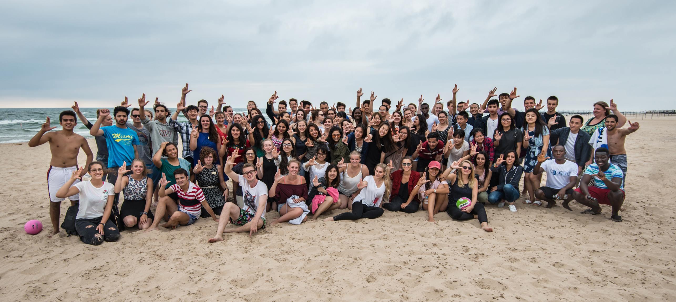 Wyjazd na plażę w trakcie Orientation Week, Grand Haven. Żródło: Padnos IPO